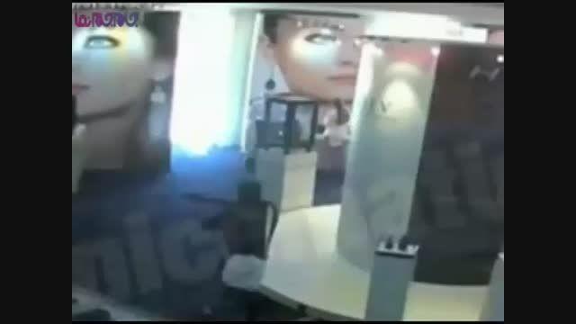 عجیب ترین سرقت مسلحانه در پاریس+فیلم کلیپ ویدیو دزدی