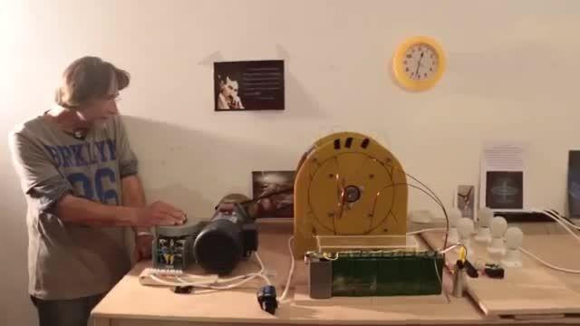 آزمایش دستگاه تولید برق رایگان در ملاءعام