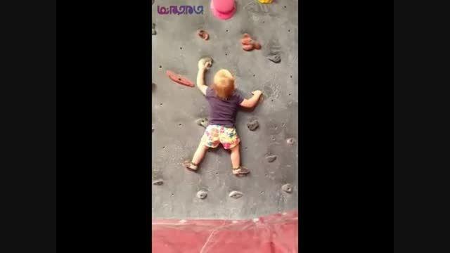 سنگ نوردی کودک 19 ماهه+فیلم ویدیو کلیپ باحال کودک بچه