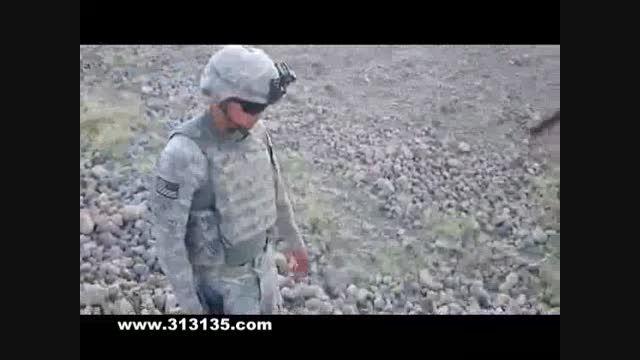 لگد شتر افغان به تفنگدار آمریکایی!