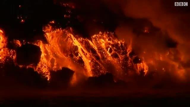 جریان گدازه های آتشفشان گالاپاگوس ىر مسیر اقیانوس افتاد
