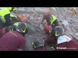 نجات یک پیرزن از زیر آوارها در ایتالیا