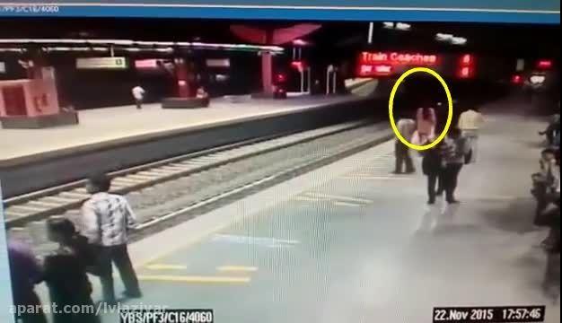 خودکشی بد دختر جوان با پریدن جلوی قطار مترو