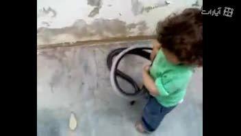 همبازی عجیب کودک خردسال
