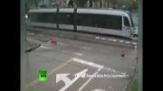 برخورد قطار شهری با ماشین