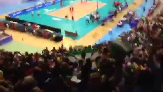 تشویق ویران كننده تماشگران ایرانی _والیبال ایران