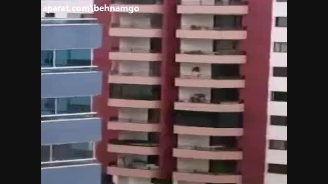 خودکشی فجیع دختر از آپارتمان +18