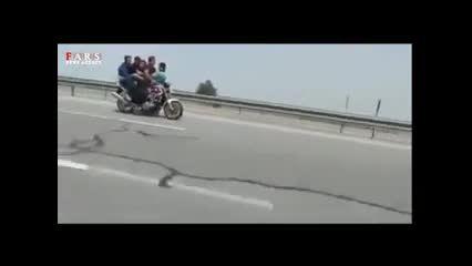 تک چرخ پنج نفره در اوتوبان تهران - قم