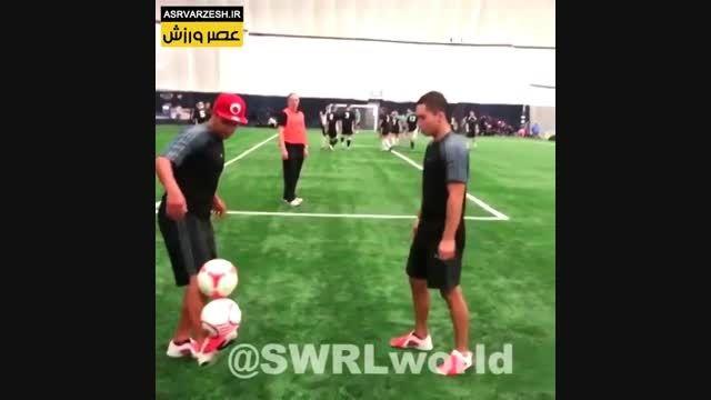 مهارت با دو توپ فوتبال