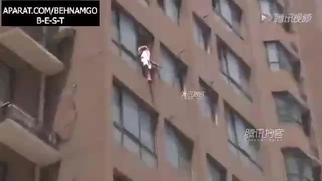 خودکشی دردناک زن جوان از آپارتمان..!