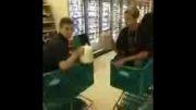 مسخره بازی در فروشگاه مواد غذایی :))))