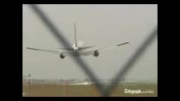هواپیمای بویینگ 767 با چرخ های بسته بروی زمین نشست