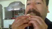 خوردن جوجه زنده و سالم توسط انسان