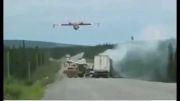 اطفای حریق توسط هواپیمای اب پاش دورنیر کانادا در جنگل