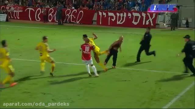 دعوا بین بازیکن فوتبال و طرفداران فوتبال در دربی تل آوی
