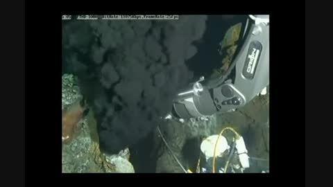 استخراج ماده سیاه از زیر زمین !