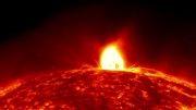 شراره خورشیدی زیبا و عظمت آن در مقایسه با زمین