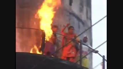 سوختن زن هندی پس از آتش زدن چادر مشکی زنان مسلمان