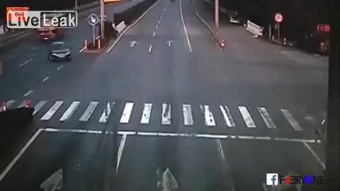 تصادف از نوع سوم! وقتی خم به ابروی مقصر نمی آید
