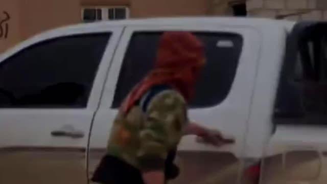 سوریه اعدام  داعشی بدست داعشی