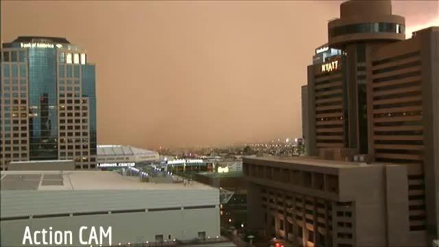 طوفان گرد و غبار در شهر فونیکس در میان بیابان  آمریکا