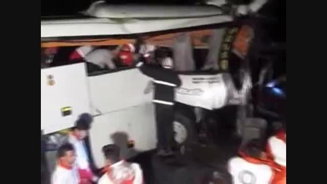 تصاویری از حادثه و مصدومان تصادف اتوبوس در محور کاشان ق