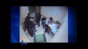 کتک زدن یک زن معلول توسط پلیس امریکا !!!
