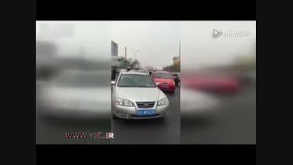 فرار راننده از دست پلیس در ترافیک سنگین