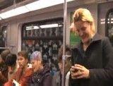 خنده این خانوم در مترو همه رو به خنده می ندازه ( واقعا خنده داره)