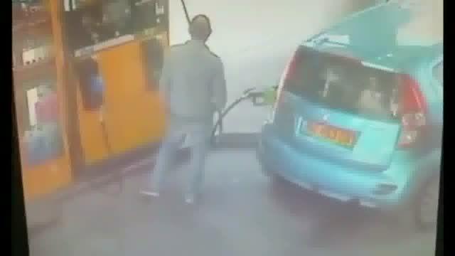 زنی که برای یک سیگار پمپ بنزین را به آتش کشید