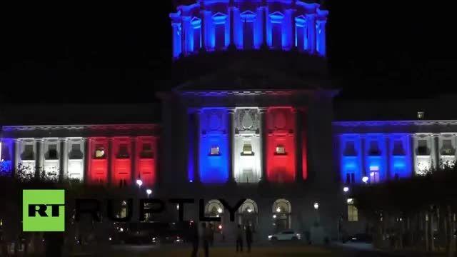 نورپردازی پارلمان آمریکا با رنگهای پرچم فرانسه