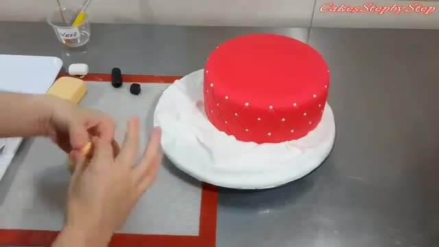 کیک لوازم آرایشی
