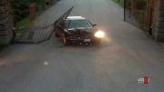 تصادف عجیب با در پارکینگ!!