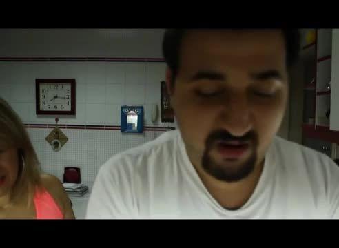 دعوای مادر لبنانی با فرزندش برای ظرف شستن