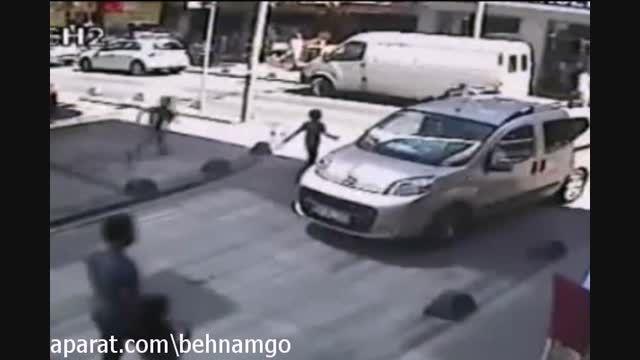 تصادف دلخراش پسربچه در خیابان..!