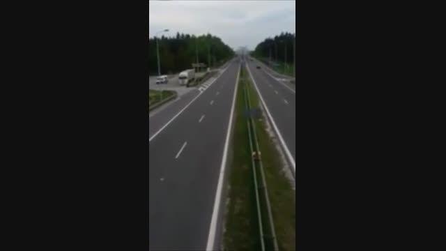 ریلکس ترین راننده کامیونی که تا حالا دیدین ...!
