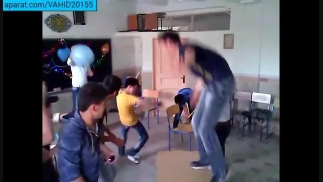 کلاس درس دانش آموزان ایرانی در نبودن معلم