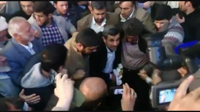 استقبال شور انگیر مردم از دکتر احمدی نژاد- شهر ری 1393