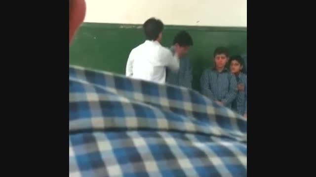 رفتار بی شرمانه یک معلم سر کلاس