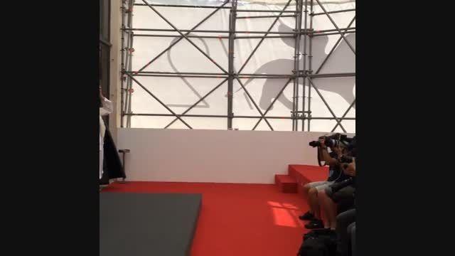 ژست های جالب نیکی کریمی مقابل عکاسان خارجی در ونیز