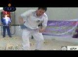 رکورد شکنی ورزشکار ارومیه ای / شکستن210 آجر در 50 ثانیه