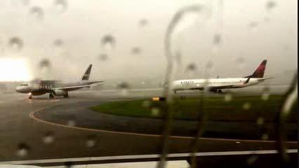 برخورد صاعقه به هواپیمای مسافربری