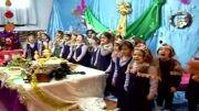 خواندن سرود دسته جمعی انار توسط دانش آموزان کلاس اول