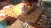 درست کردن شیرینی و مزاحمت زنبورهای عسل!...