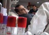 اهدا خون بهداد سلیمی برای کمک به زلزله زدگان