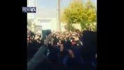 همخوانی مردم به یاد مرتضی پاشایی در مقابل بیمارستان