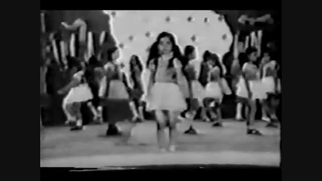 اجرای سرود در یکی از مدارس تهران دهه پنجاه