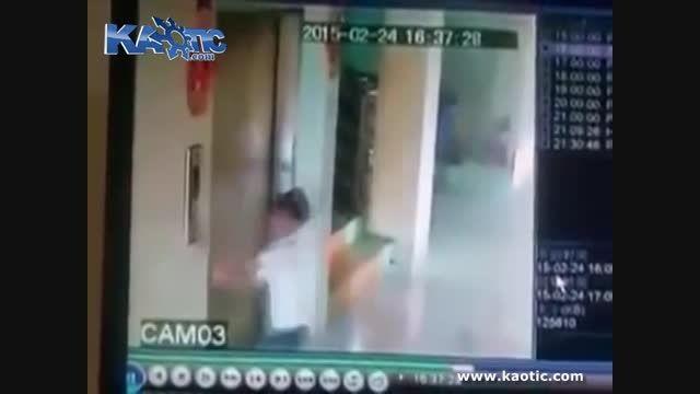 سقوط پسر بچه به ته کانال اسانسور