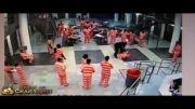 دعوای شدید زندانبان با زندانی.....