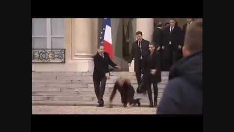 نخست وزیر دانمارک مقابل الیزه زمین خورد